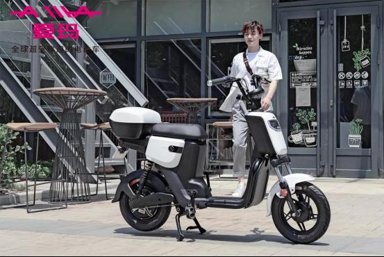 买新国标电动自行车爱玛电动车与小牛电动车