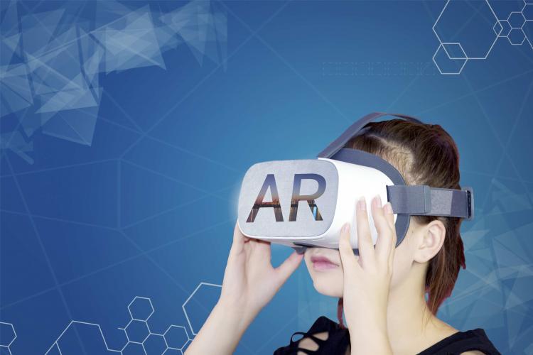 AR 眼镜迟到了,但苹果希望它能在十年之内取代 iPhone